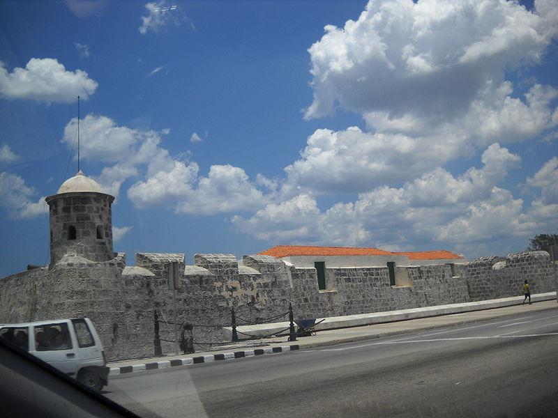 800px-San_Salvador_de_la_Punta_Fortress