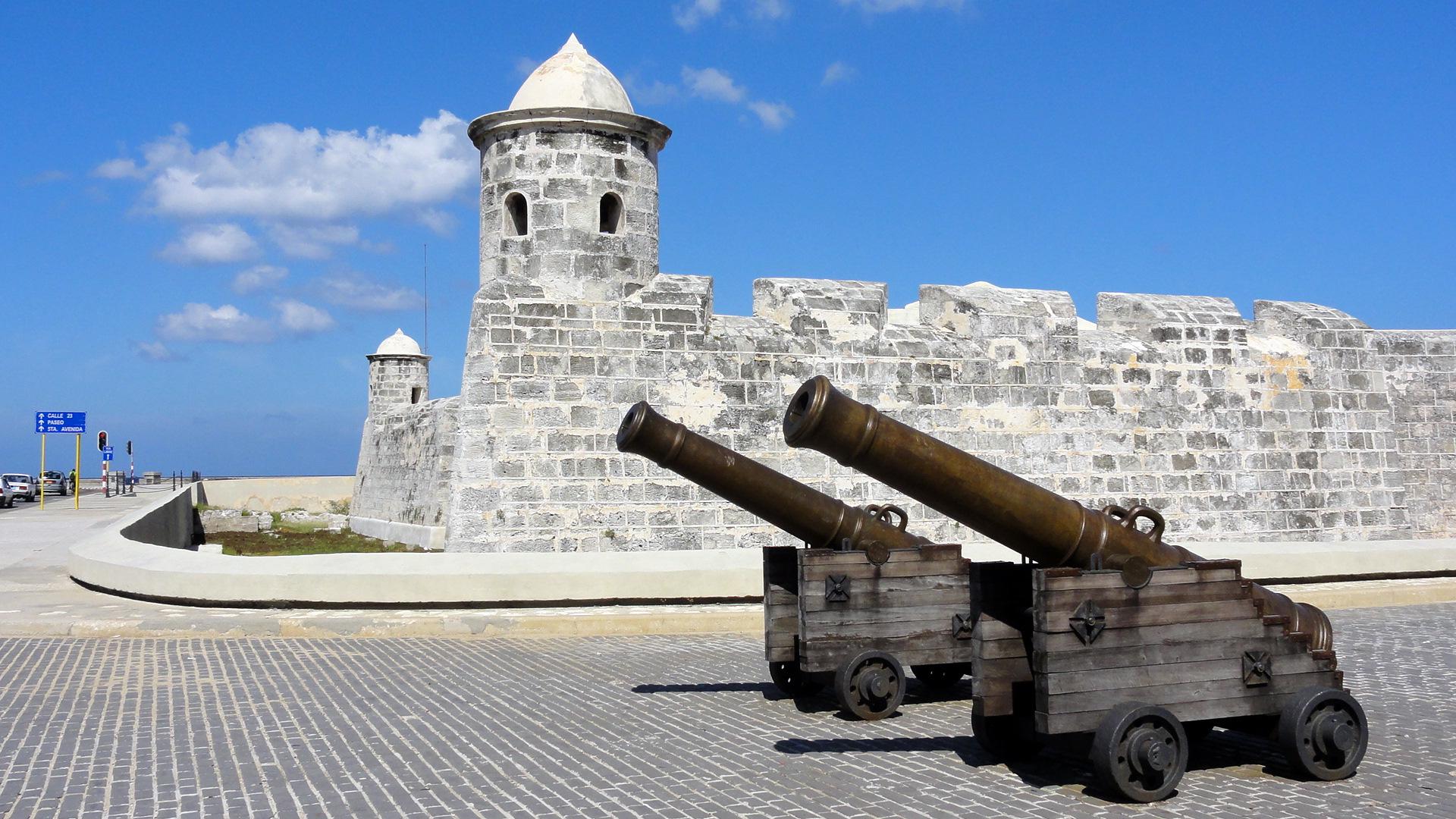 castillo_de_san_salvador_de_la_punta__havana__cuba