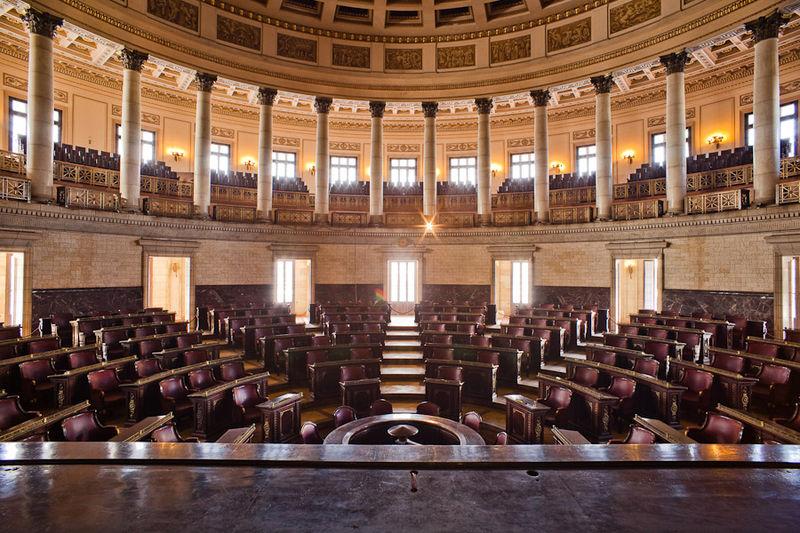 800px-Capitol_court